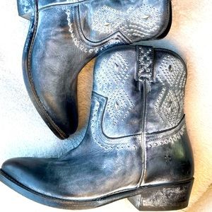 Frye Billy distressed studded ankle boots size 8